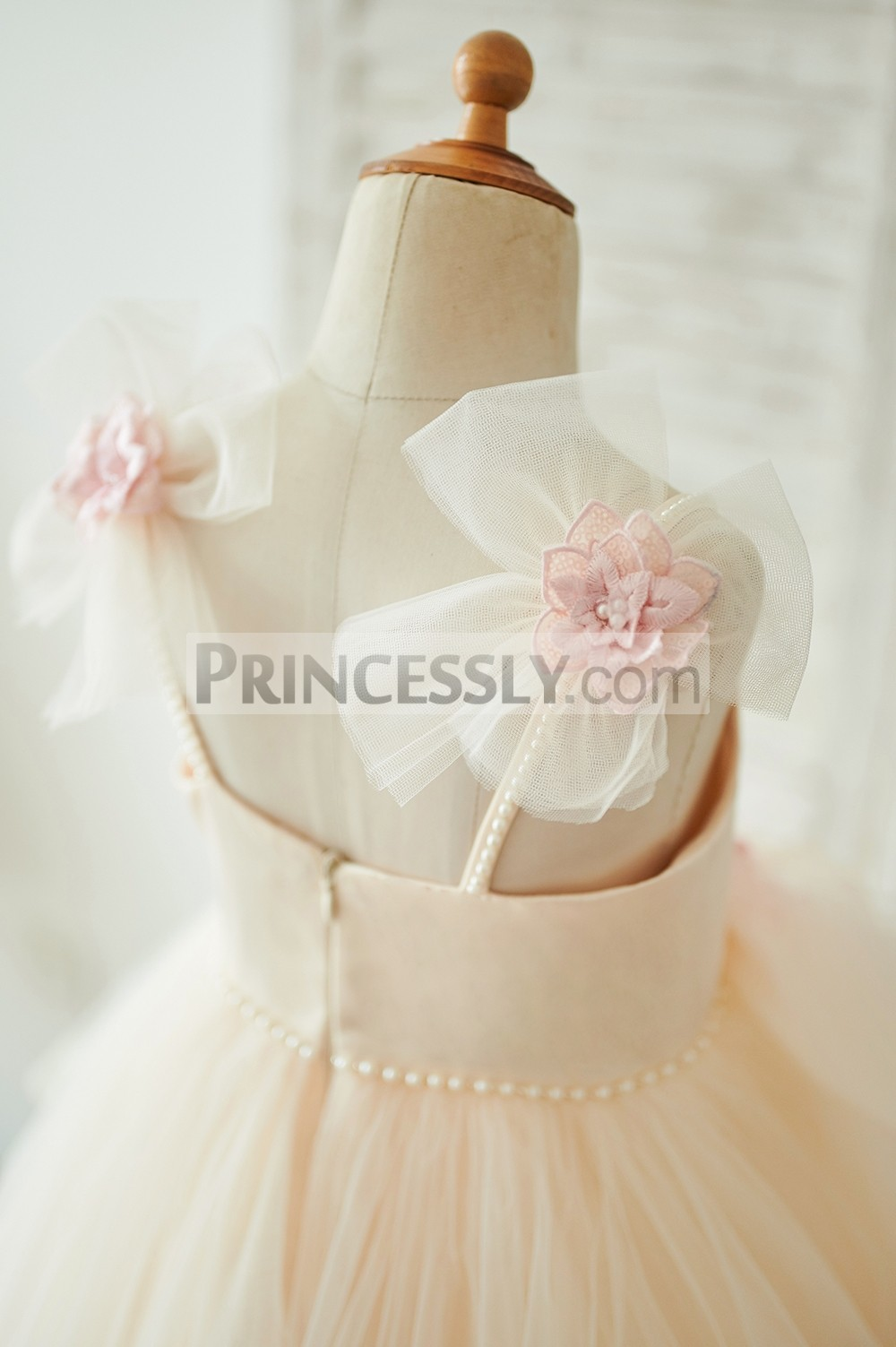 Two tulle made flower on shoulder
